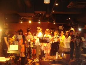 ライブ!生バンドで大合唱♪